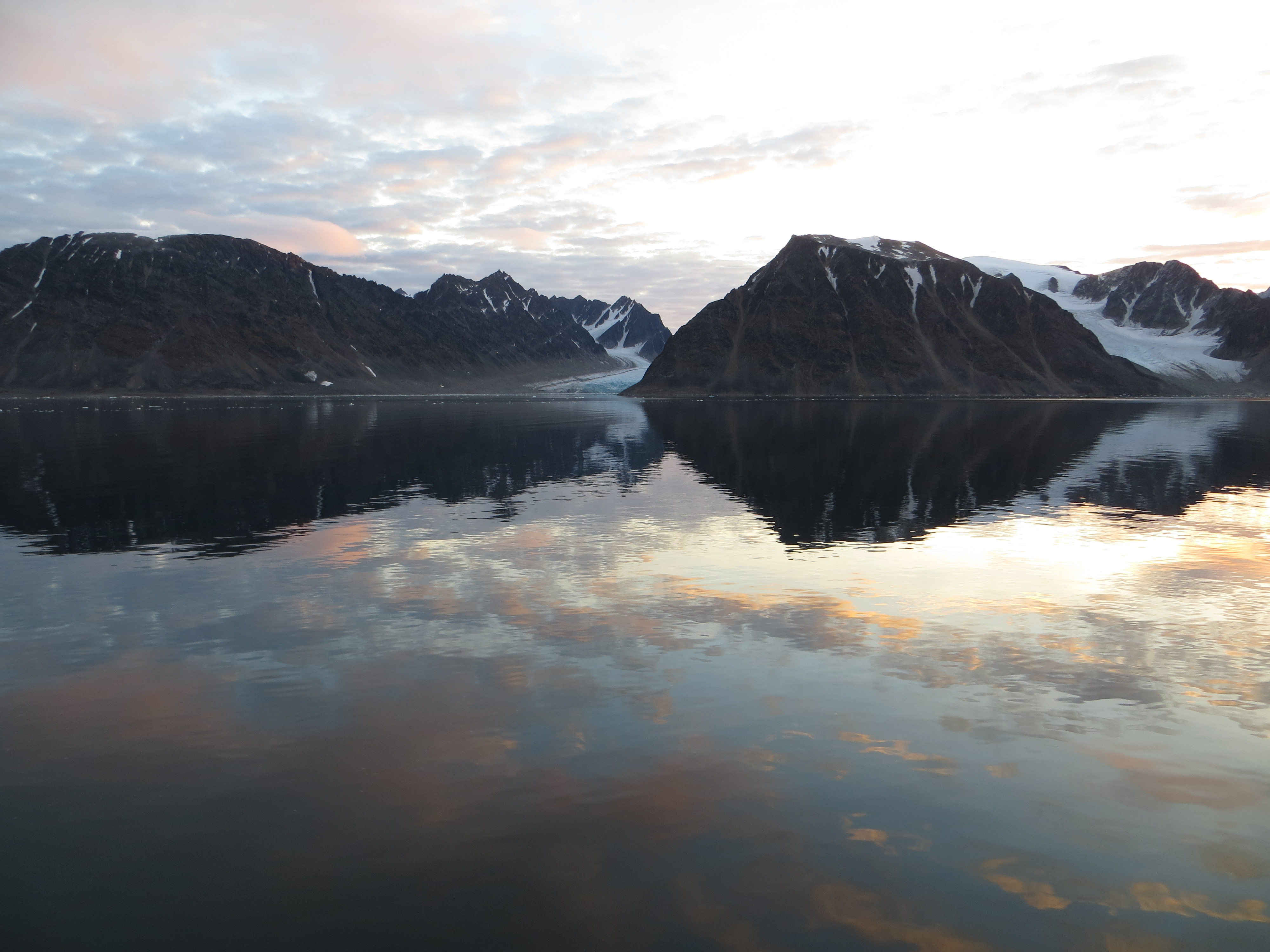 Picture of a Svalbard fjord. By Eike Stübner